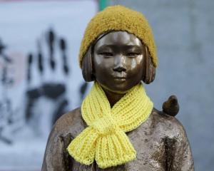 statua-donna-coreana