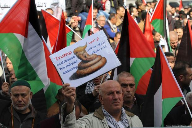 2017_1-19-palestinians-protest-against-proposed-plans-by-trump-to-remove-the-embassy190117_NE_00-3